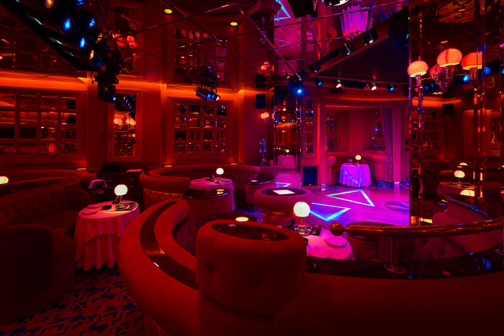 Night club shilling 39 s night club milano for Disco in milano