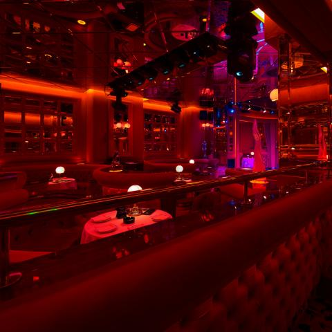 shilling night club milan open